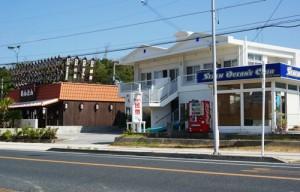 R58から向かって左にはマリンショップや焼肉屋さんが・・・